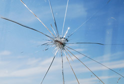 146999262_cracked_windshield