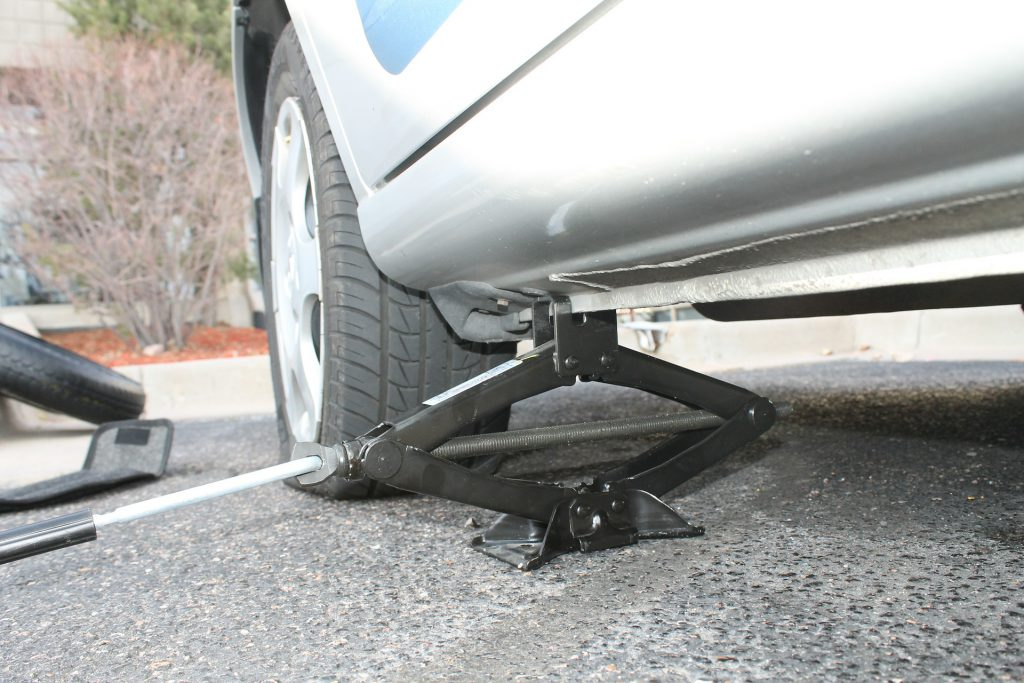 Should Your Car Have a Spare Tire?